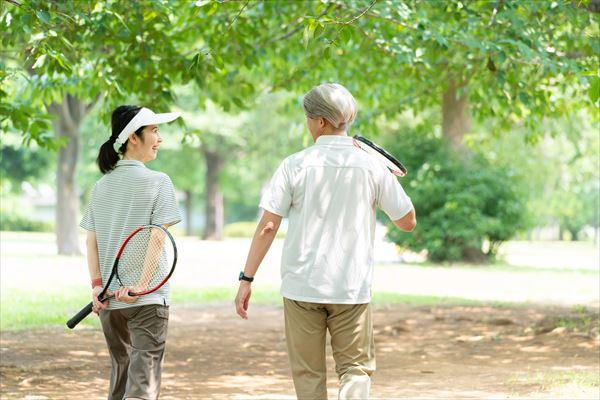 自然に囲まれた環境であなたもテニスしてみませんか?