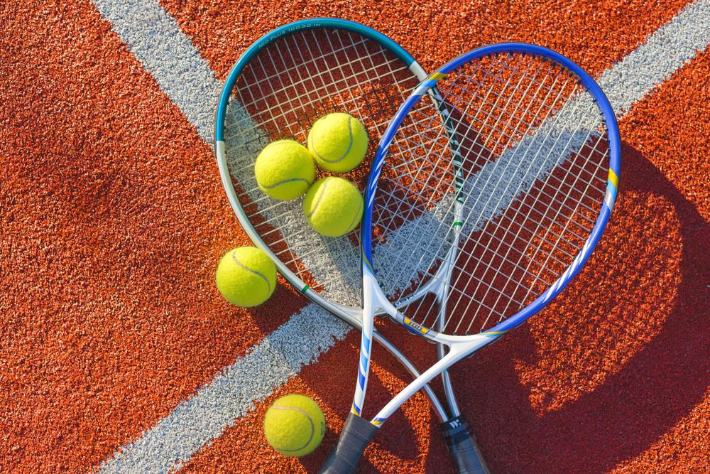 初心者がまず揃えるべきテニス道具は?道具の選びかたなどもご紹介