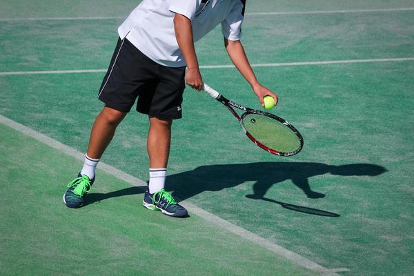 「テニスは足ニス」とも言われるほど重要なテニスのシューズ選びのポイント