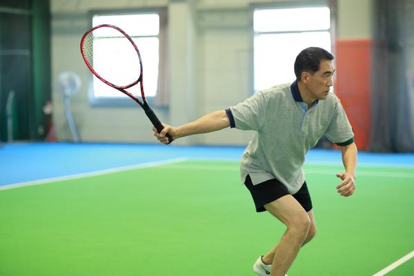 テニスで体力不足を補う!40代・50代のための頭脳プレーをご紹介
